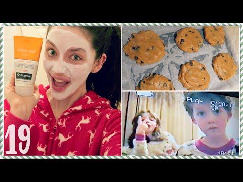Baking Cookies & Watching Home Movies! ❄ VLOGMAS 19