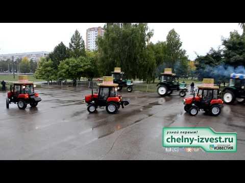 Посмотрите на этот удивительный танец тракторов