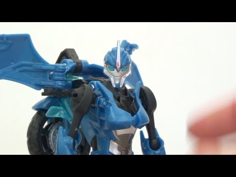 Video Review of the Transformers Prime (RiD) Deluxe Class: Arcee