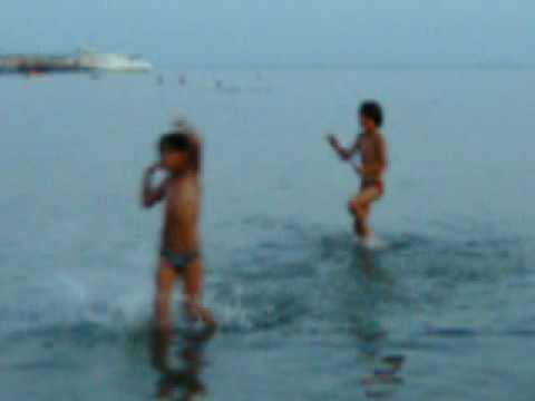 Архив poltava-city.ru - Дети купаются в море.