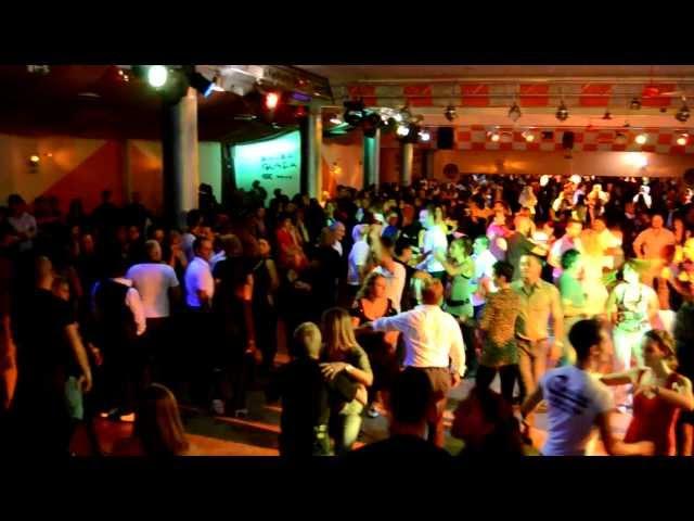 Latin dancing club in Rome : Caraibe : salsa music video