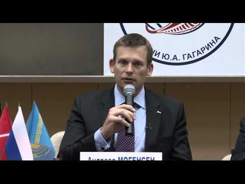 Expedition 45/Visiting Crew Conducts News Conference in Russia