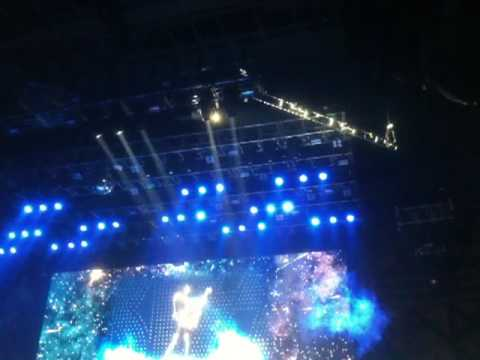 KISS in Seattle 11/15/09 Light Fixture Falls to Stage
