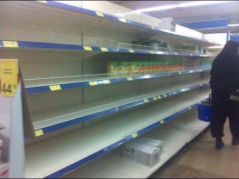 Украинцы в панике скупают продукты: пустые полки, привет 90-е Гонтарева