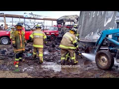 Tráiler cargado de colchones volcó y provoco incendio; cerraron carretera Toluca-Atlacomulco