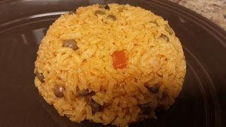 How to make easy Rice with Pigeon Peas (Arroz con Gndules)