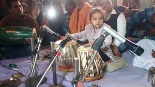 Chota bacha ka tabla bajya pawan Singh ho gayag de