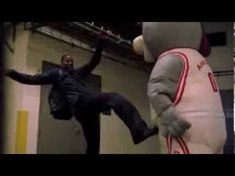 Houston Rockets Mascot scares the sh*t out of Dwight Howard and other players