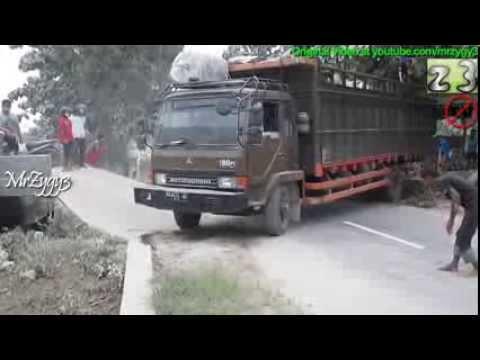 Mitsubishi Fuso Truck Stuck
