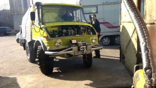 Yellow MB Unimog 421