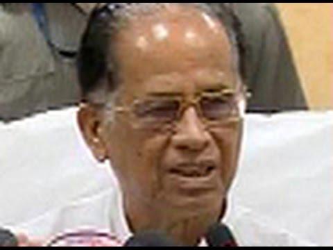 Assam CM Tarun Gogoi shoots messenger