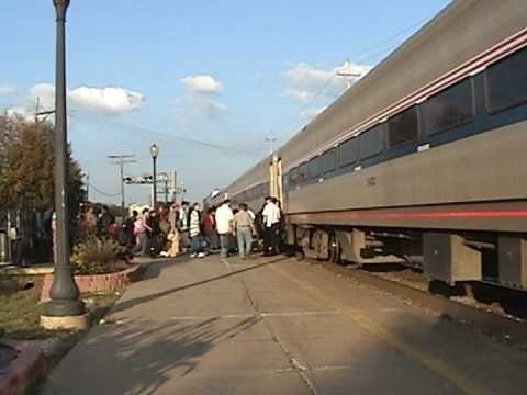 Amtrak 382 in Quincy, IL - GREAT HORN SHOW!!
