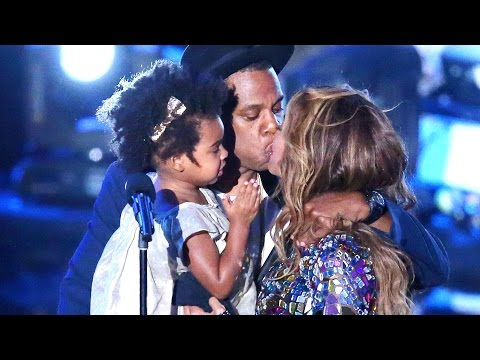 Jay Z & Blue Ivy Present Beyonce With Vanguard Award at 2014 MTV VMAs