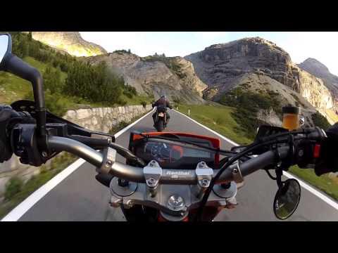 KTM 690 SMC vs Yamaha 660 XTX on Stelvio Pass [raw]