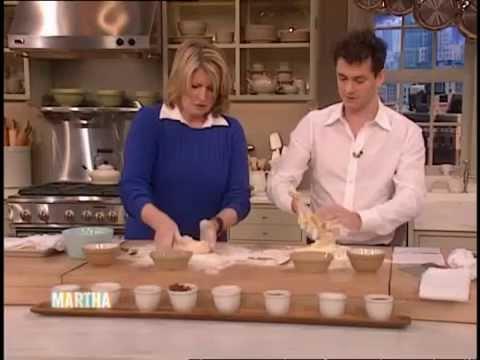 Hugh Dancy faz massa com Martha Stewart