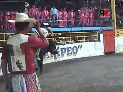 ESPECTACULAR JARIPEO CON LA ESTRELLA, LOS INFERNALES Y LA MALDITA EN LA 2 CAMINOS 21 DE AGOSTO 2011
