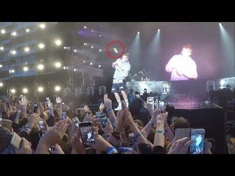 """0 - Le arrojaron una botella a Justin Bieber en pleno concierto por no cantar """"Despacito"""""""