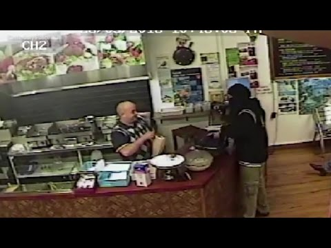ARMED ROBBERY STOPPED BY IGNORING THE ROBBER