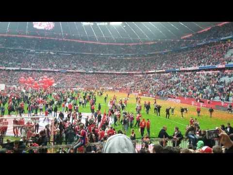 Platzsturm Bayern München Allianz Arena 2016