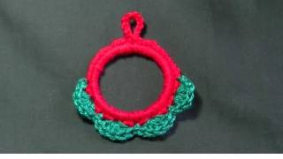 Mini Christmas Wreath Crochet Tutorial - Catsrockincrochet