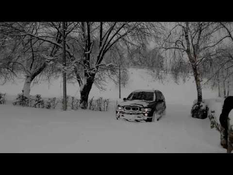 BMW X5 e53 3.0d 2006. Валит по снегу.)