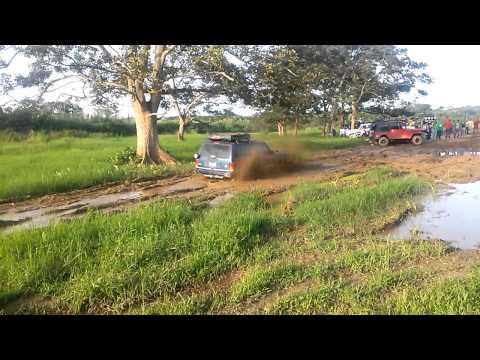 Jeep XJ Jugando un rato en el fangodromo zona x