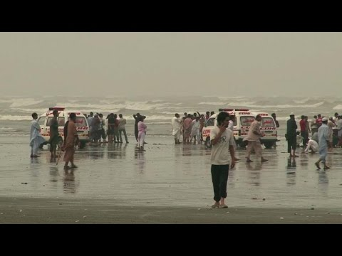 At least 21 bathers drown in rough seas off Pakistan