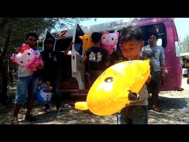 Wisata Dipantai Karang Jahe  Tiup Balon Karakter Hello Kitty, Pokomen, Doraemon, Naik Perahu