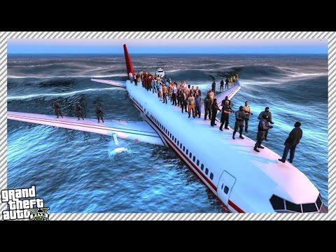PASSENGER JET CRASH LANDING IN OCEAN