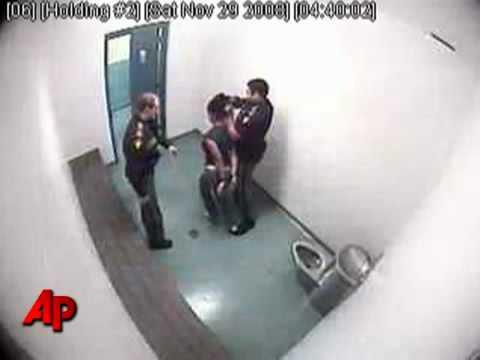 Border agent seen punching teen went unpunished