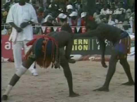 Lutte traditionnelle : Boubacar Tchéra (Dosso) VS. Laouali Dan Téla (Zinder) thumbnail