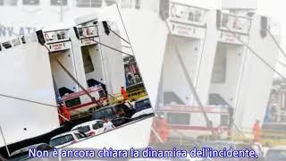 Napoli, un'auto imbarcata su un traghetto è precipitata sui passeggeri: 1 morto
