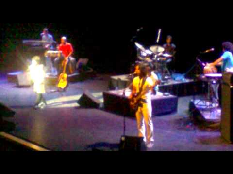 Sanu Ek Pal Chain - Kailash Kher Live - London 2011 Concert