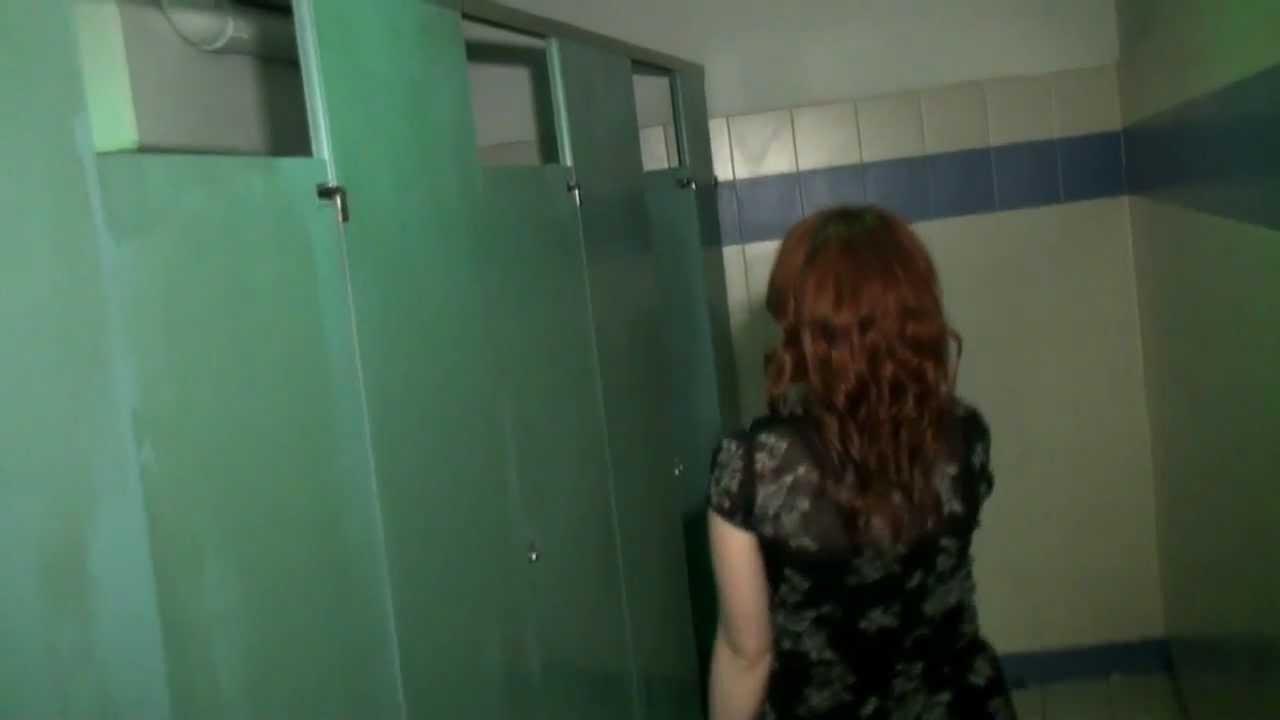Смотреть писающие девочки в общественном туалете в хорошем качестве 26 фотография