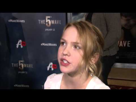 "The 5th Wave: Talitha Bateman ""Teacup"" Red Carpet Movie Interview"