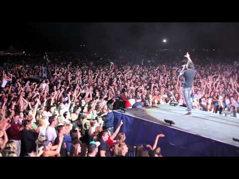 Simple Plan - Loser of the Year (Live in Quebec)