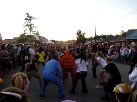 "Tarkington High School students dancing to Michael Jackson's ""Thriller"""
