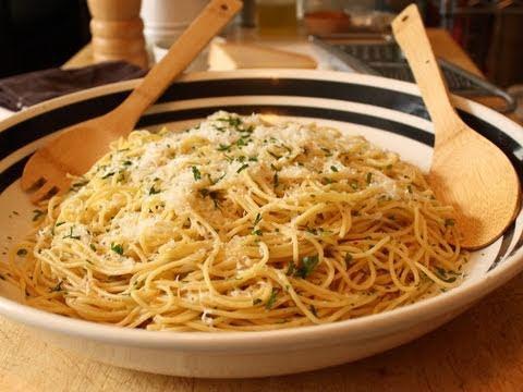 Garlic Spaghetti - Spaghetti Aglio e Olio Recipe - Pasta ...