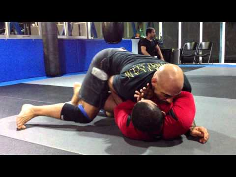 Team Renzo Gracie,,Jiu Jitsu No Gi Techniques,,Passing The Half guard,, Image 1