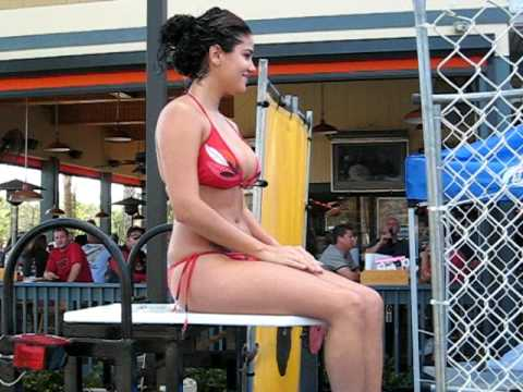 Hot Girl Dunked in Cold Water at Naples Hooters