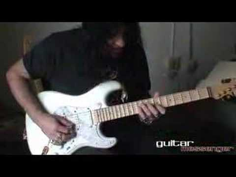 GuitarMessenger.com - Lick of the Month: Joe Stump