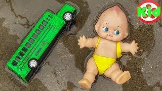 Tắm cho em bé, xe buýt, xe máy xúc, ô tô địa hình - đồ chơi trẻ em H937C Kid Studio