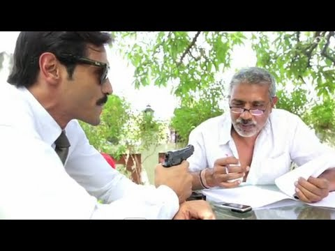 Prakash Jha Held At Gun Point (Chakravyuh)