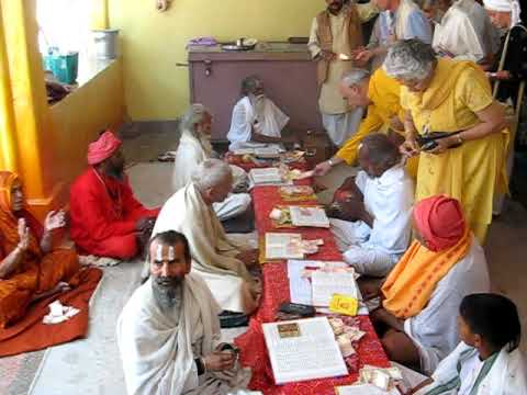 Indian Pandits Chanting Vedic Sanskrit  Mantras In Babaji Ashram Haidakhan India Navaratri video