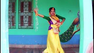 Performing Dance on Aamar Mallika Bone Rabindra Sangeet by Sraboni Sen