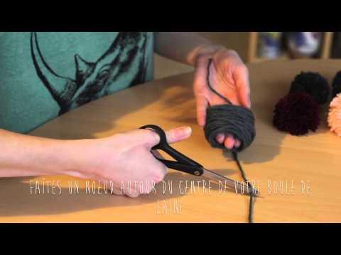 tuto pompons facile et rapide avec les doigts sans carton. Black Bedroom Furniture Sets. Home Design Ideas