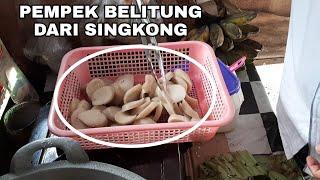 UNIK BANGET PEMPEK DARI SINGKONG KHAS BELITUNG GIMANA RASANYA ?!? - INDONESIA STREET FOOD