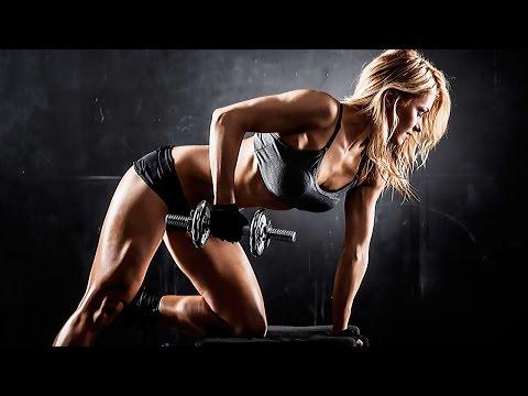 Упражнения для Плеч Девушки в Тренажерном Зале