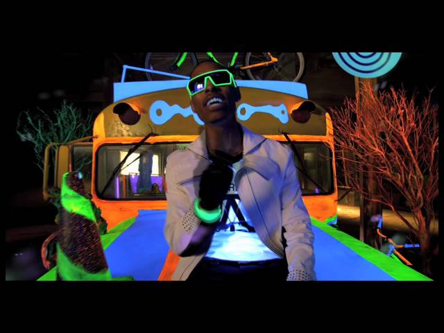 New Boyz - Better With The Lights Off ft. Chris Brown (Official Video)
