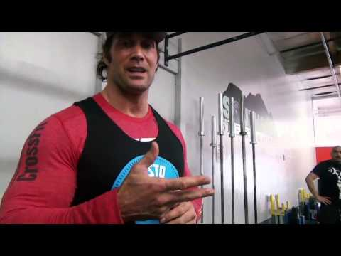 MIKE O' HEARN shows you powerlifting squat and how shoes help Image 1